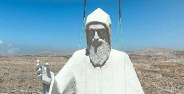 Гигантская статуя св. Шарбеля установлена в Ливане (ФОТО)