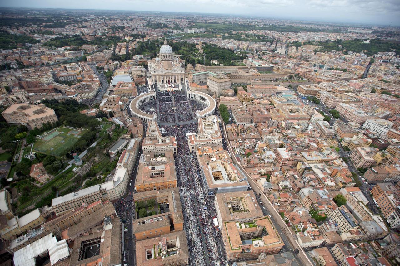 Над Ватиканом совершил полет неизвестный беспилотный летательный аппарат — СМИ