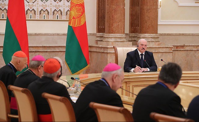 Лукашенко предлагает организовать в Минске встречу Патриарха Кирилла и Папы Франциска