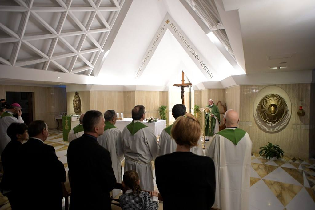 Папа: приближаться к страдающим, чтобы вернуть им достоинство