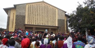 В Камеруне осквернен католический собор, в котором похоронили епископа, недавно найденного утопленным в реке