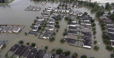 Папа выразил близость пострадавшим от урагана в США