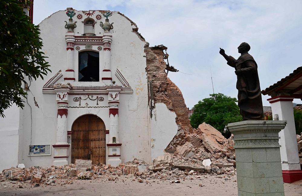 Папа молится о жертвах землетрясения в Мексике и урагана «Ирма»