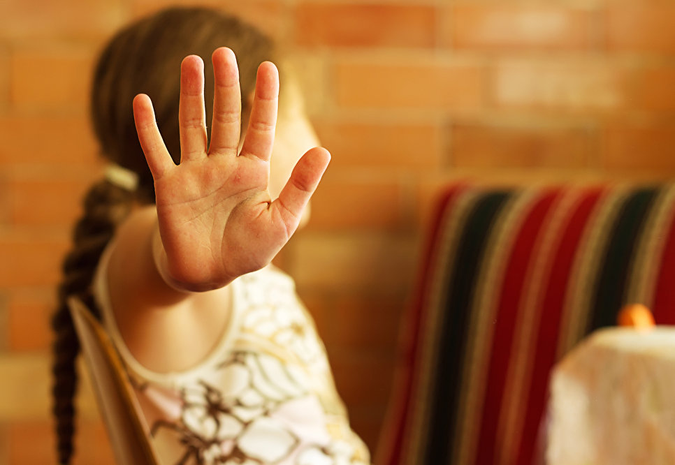 Верховный суд в России предложил родителей, водящих детей в секты, лишать прав