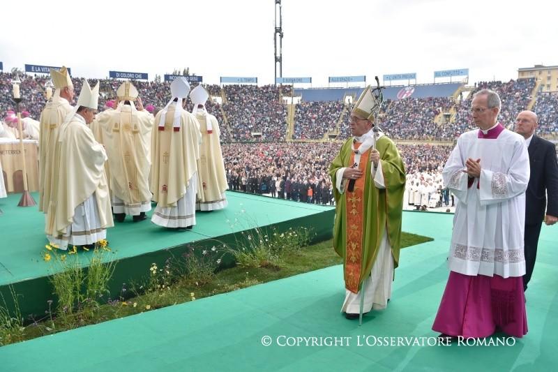 Папа на Мессе в Болонье: никогда не отказываться от встречи (+ ФОТО)