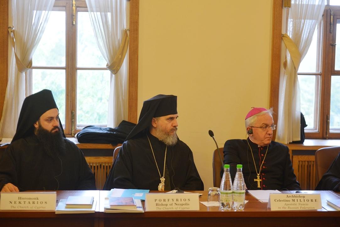 Апостольский нунций в РФ: безбожное общество не справится с экстремизмом