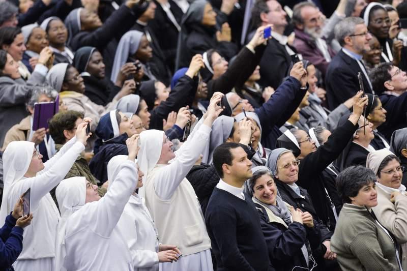Папа — итальянским секулярным институтам: быть в мире, как душа в теле