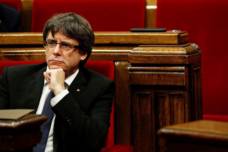 Парламент Каталонии признал решение испанских властей о его роспуске