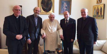 Папа Франциск вручил Премию Ратцингера