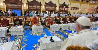 Папа Франциск встретился в Мьянме с буддийскими монахами (+ ФОТО)