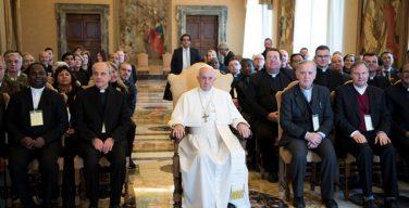 Папа Франциск о том, как священнику следует служить епархиальной общине