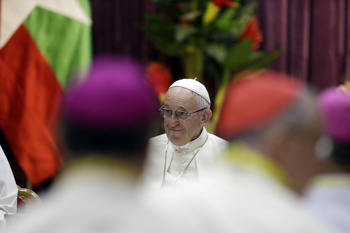 Папа: пастыри должны пахнуть овцами и благоухать Богом