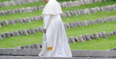 Папа Франциск озабочен тем, что человечество не извлекает уроков из войн