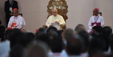 Папа: душепопечение о призваниях не должно быть «пастырским шоу»