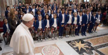 Папа встретился с детским хором им. Мариеле Вентре из Италии (ФОТО)