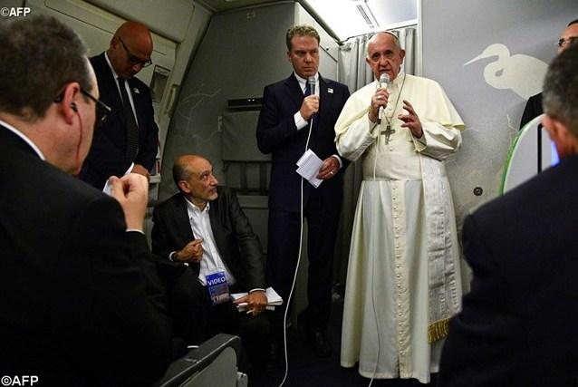 Папа Франциск дал пресс-конференцию на борту самолета