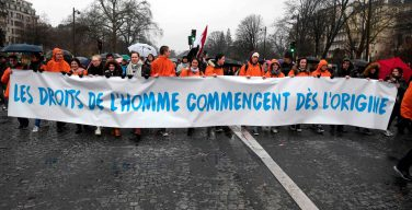 Несмотря на сильный ливень, 40 тысяч парижан приняли участие в Марше за жизнь