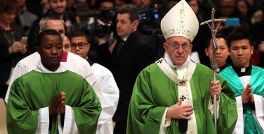 Папа на Мессе о мигрантах: отказываться от встречи с другими — это грех
