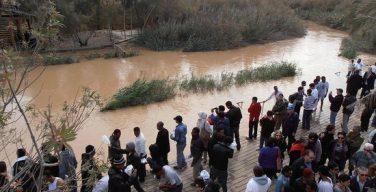 Исследовали установили, что в точном месте Крещения Христа на Иордане нет воды, река изменила русло
