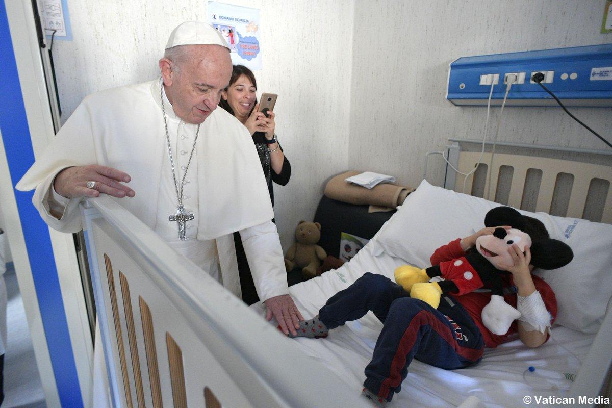 Папа посетил детскую больницу «Бамбино Джезу» в Палидоро (ФОТО)