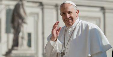 Папа Франциск на общей аудиенции: Святое Причастие превращает верных в живую Евхаристию