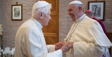 Папа Франциск поздравил Папу на покое Бенедикта XVI с наступающей Пасхой