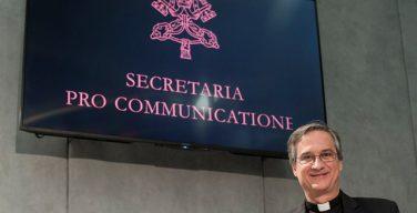 Папа Франциск принял отставку главы ватиканского Секретариата по коммуникациям