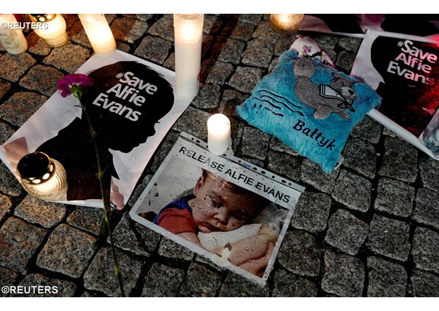 Папа Франциск потрясен смертью маленького Альфи Эванса
