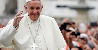 На общей аудиенции Папа Франциск призвал научить детей должным образом осенять себя крестным знамением