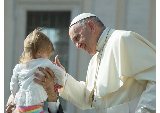 Папа Франциск на общей аудиенции продолжил поучения о таинстве Крещения: это не магическая формула, а дар Святого Духа