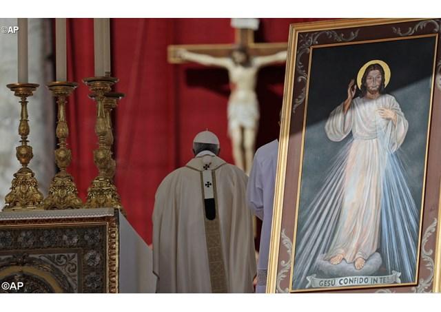 В воскресенье Божия Милосердия Папа возглавил Мессу на площади Святого Петра