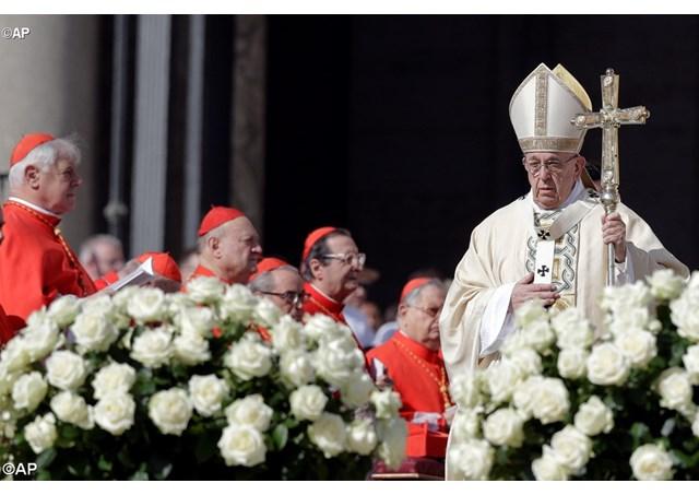 Папа Франциск возглавил Пасхальную Мессу на площади Св. Петра: наш Бог — это Бог сюрпризов