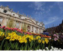 К Пасхе площадь перед собором Святого Петра превратилась в цветущий сад
