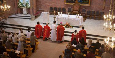 Торжество Пятидесятницы в Кафедральном соборе Новосибирска (ФОТО)