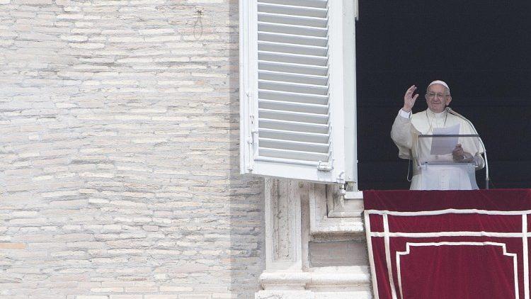Слово Папы Франциска перед молитвой «Ангел Господень» в торжество Пресвятой Троицы. 27 мая 2018 г., площадь Св. Петра