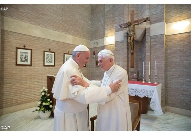 Папа Франциск написал предисловие к книге Бенедикта XVI