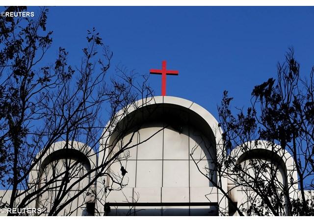 Папа молится о жертвах нападения на католические церкви в Индонезии