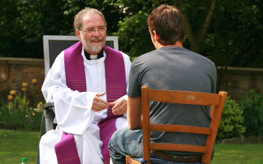 Польские священники будут ждать неверующих для беседы на уличных скамейках