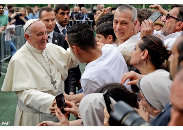 Папа Франциск совершил очередной пастырский визит на окраину Рима