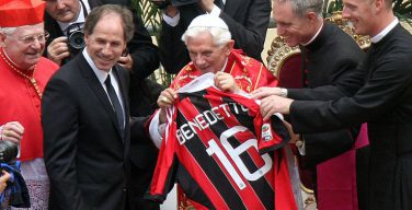 Кардинал Ратцингер: Почему мир очарован футболом?