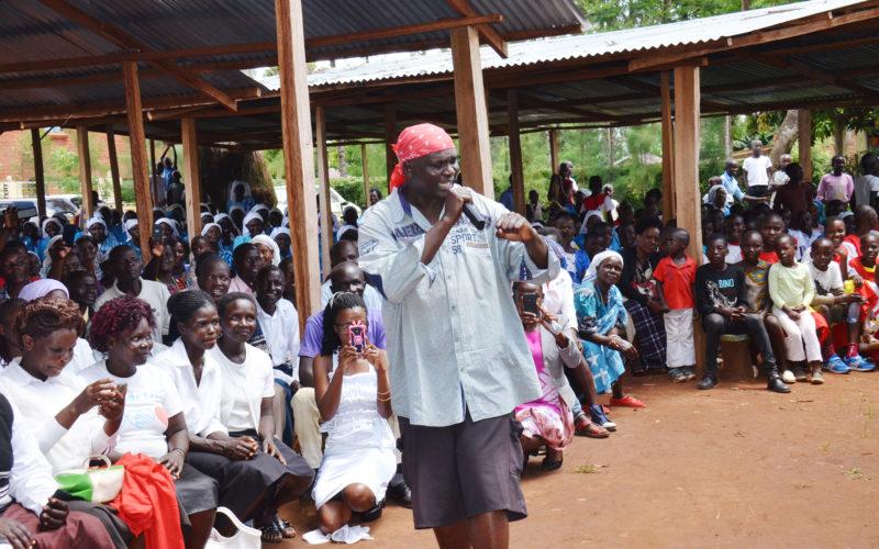 В Кении священник отстранен от служения за использование рэп-музыки в работе с прихожанами