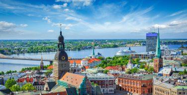 Президент Латвии провозгласил поправки о выходном в день визита Папы Римского