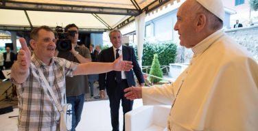 Папа Франциск навестил римских инвалидов