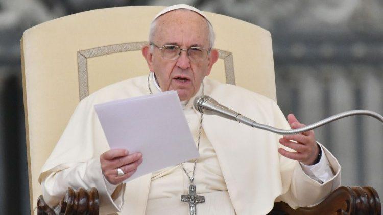 Папа Франциск на общей аудиенции: христианская жизнь — не совокупность запретов и предписаний, а благодарный ответ Богу