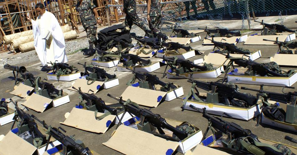 Около 200 католических священников на Филиппинах просят разрешить им носить оружие. Церковь призывает к благоразумию