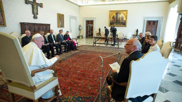 Папа Франциск встретился в Ватикане с лютеранами из Германии