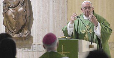 На Мессе в Доме Св. Марфы Папа Франциск говорил о том, как важно не обижать друг друга