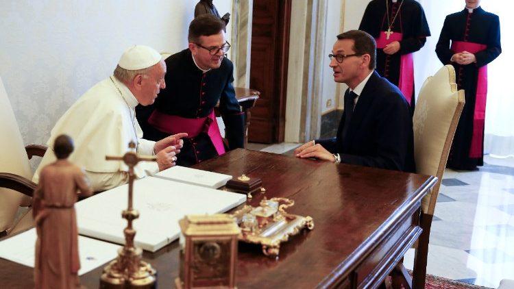 Папа обсудил с премьер-министром Польши приём беженцев с Украины