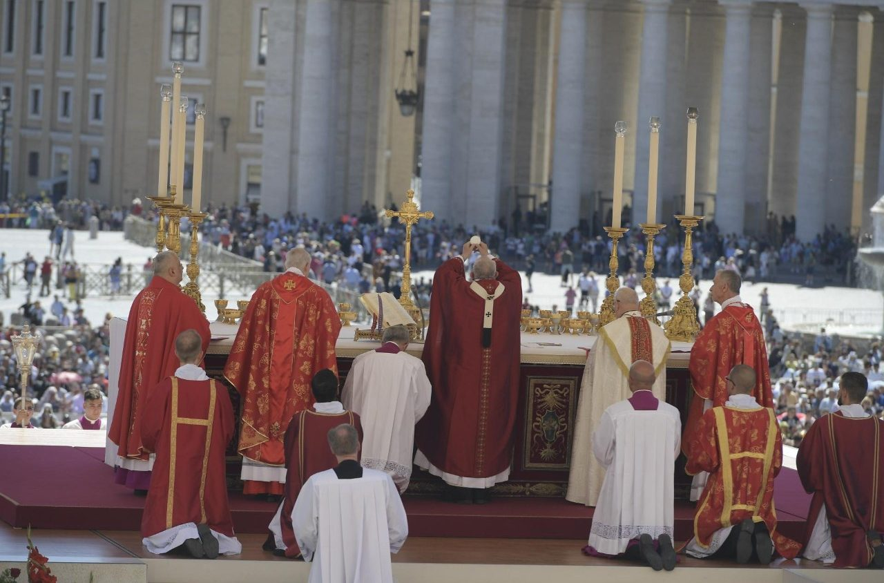 Папа Франциск на Мессе в торжество Святых Апостолов Петра и Павла: слава и крест неразделимы