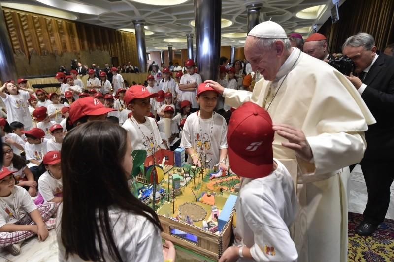 «Детский поезд» сделал остановку в Ватикане